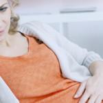 Médico ginecologista dá dicas para aliviar os sintomas da TPM